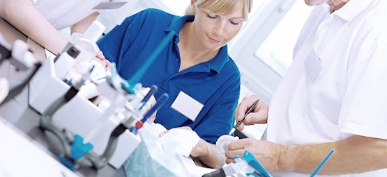 Das Dentallabor Hoffmann steht Ihnen als vertrauenswürdiger und hochqualifizierter Partner im Bereich Zahnersatz zur Verfügung.